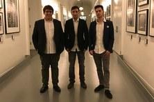 Els estudiants de l'ETSETB David Riudor i Carlos Rodríguez amb  Gabriel Esteban estudiant de la FIB guanyen el premi a la millor 'start-up' del món