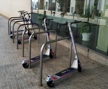 El professor Eduard Alarcón lidera un projecte de mesura de la contaminació atmosfèrica mitjancant un sensor incorporat a la nova flota de bicicletes i patinets elèctrics a Terrassa