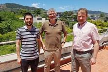Els investigadors del grup CommSensLab de la UPC que han participat en el projecte, d'esquerra a dreta, Santiago Buitrago, Jordi Romeu i Juan Manuel O'Callaghan