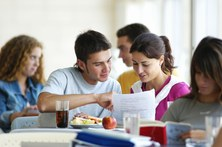 estudiantes mesa.jpg