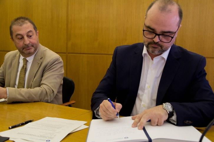 Pressa possessió Josep Pegueroles firma